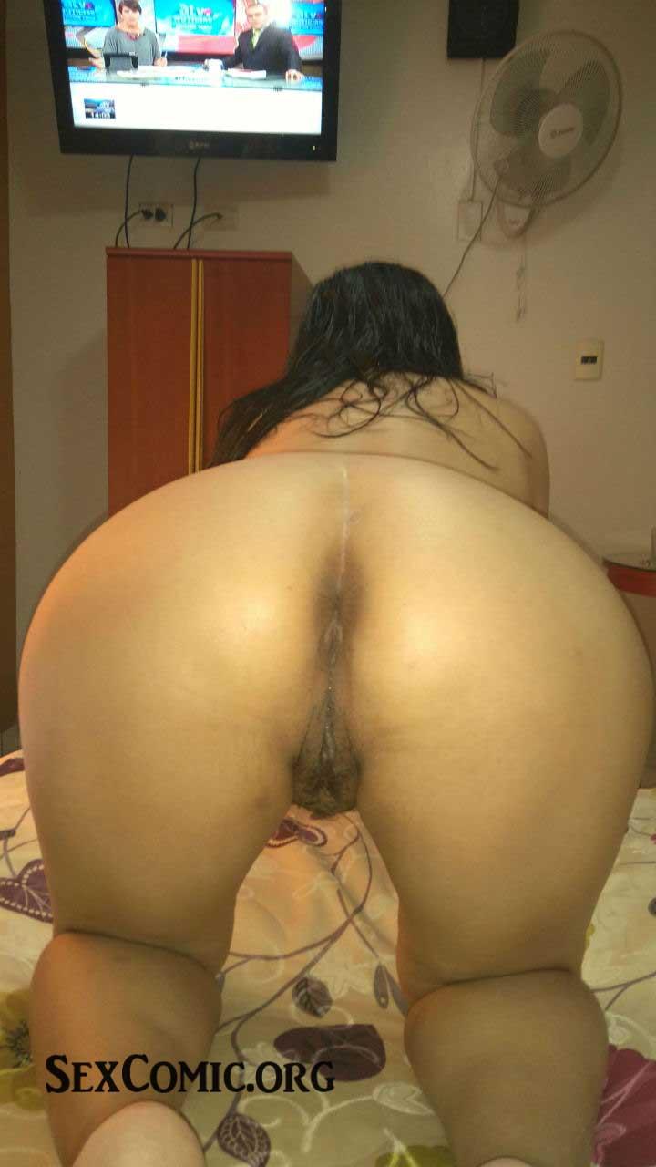 Morena colombiana de peso excesivo dildeando su conjo y culo 3