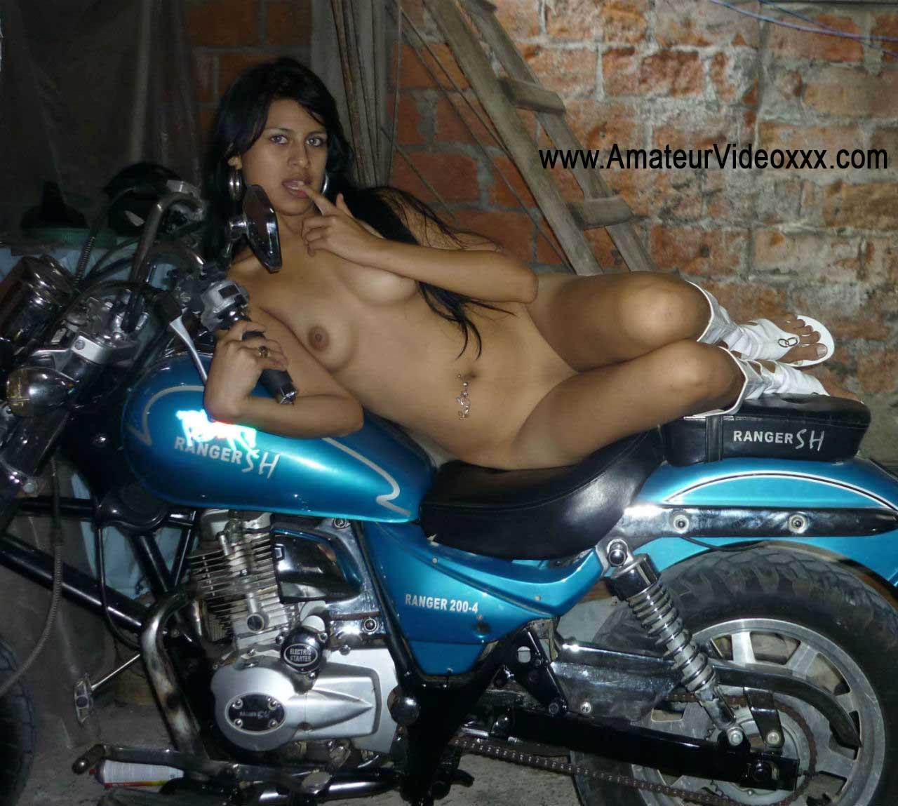 Chibolas Desnudas Joven de Barrio se Desnuda -minas-joven-xxx-desnuda-vagina-tetas-whatsapp-skype-porno-video-follando-culo (1)