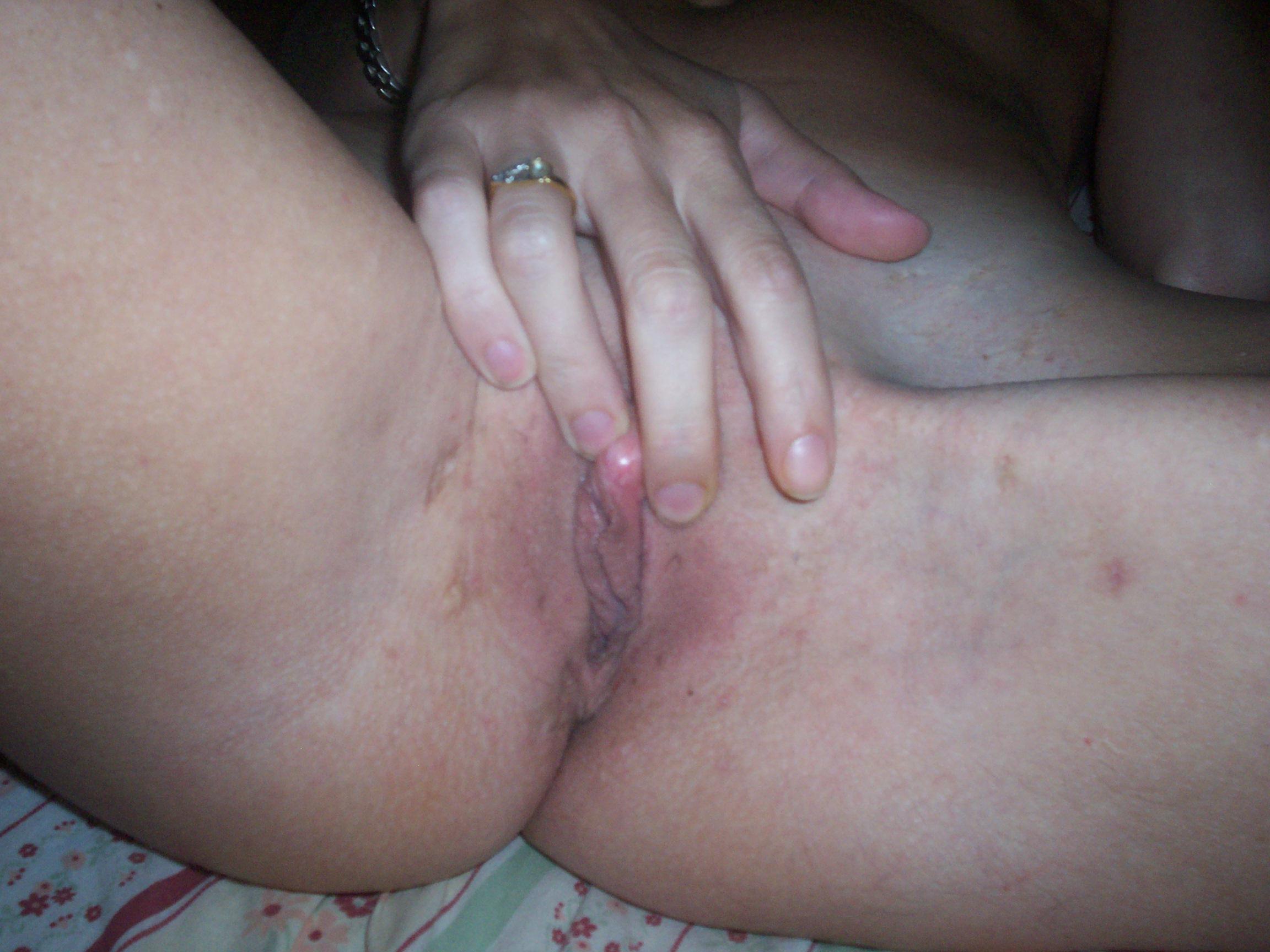 mujer masturbandose coño pelado