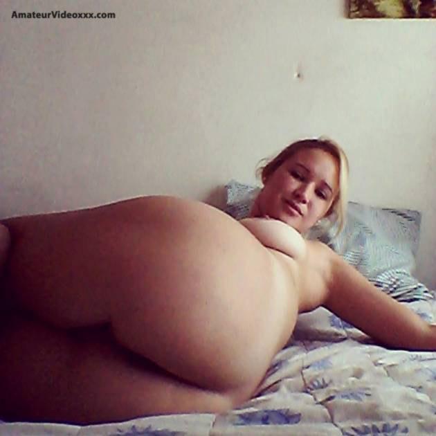 sexy rubia ama de casa desnuda